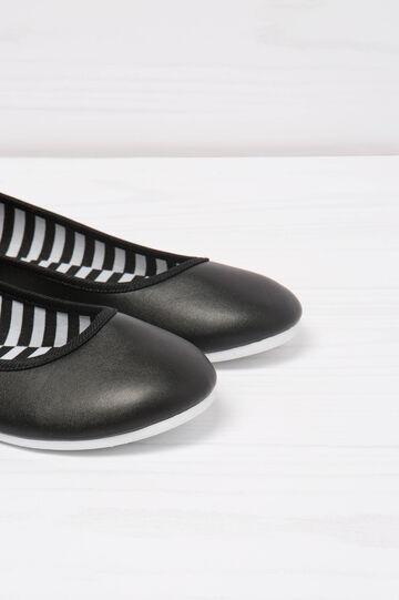 Round toe ballerina pumps