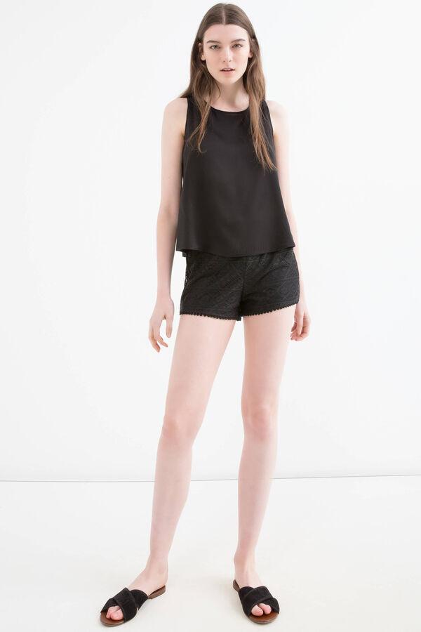Shorts traforati tinta unita | OVS