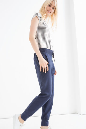 Stretch cotton trousers with drawstring.
