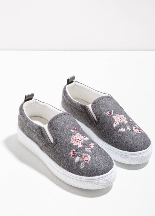 Slip-ons with floral embroidery | OVS