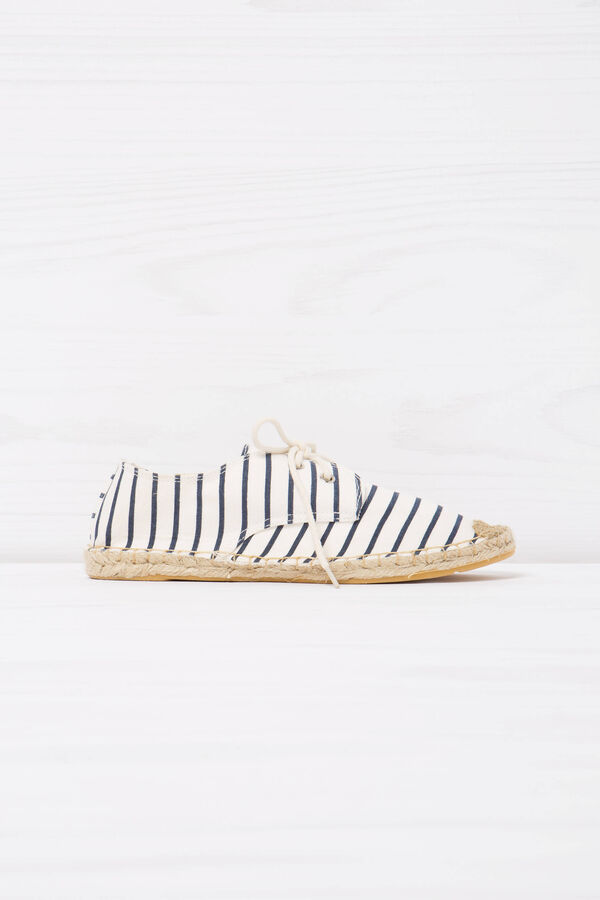 Shoes with striped pattern | OVS