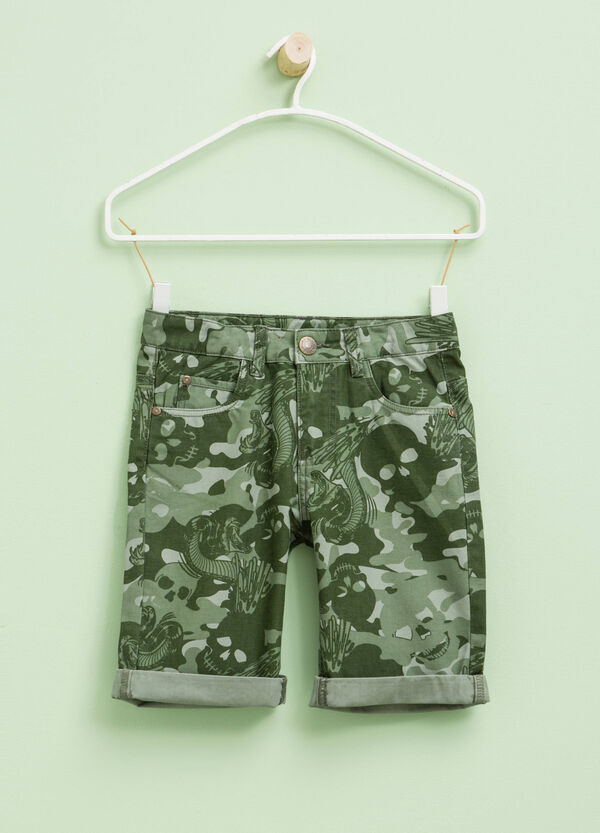 Bermuda shorts with all-over print | OVS