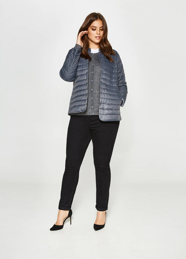 Curvy down jacket with buttons | OVS