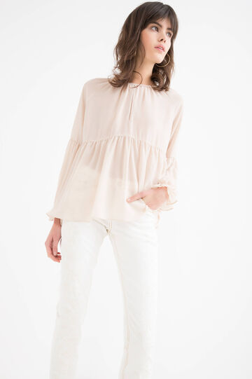 Solid colour blouse with long sleeves.