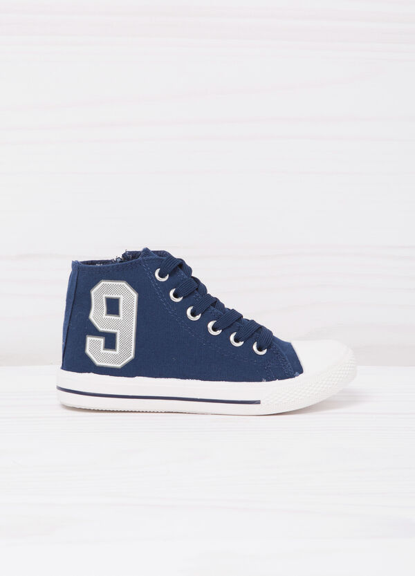 High-top sneakers with contrasting print. | OVS