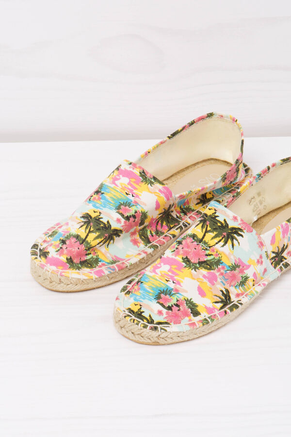 Espadrilles with contrasting colour pattern | OVS