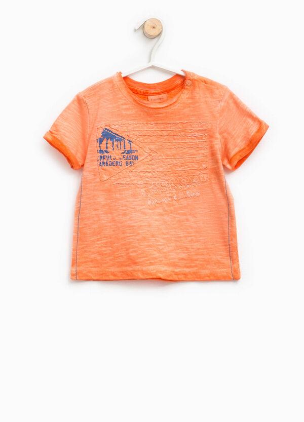 Camiseta con efecto teñido desigual, estampado y bordados | OVS
