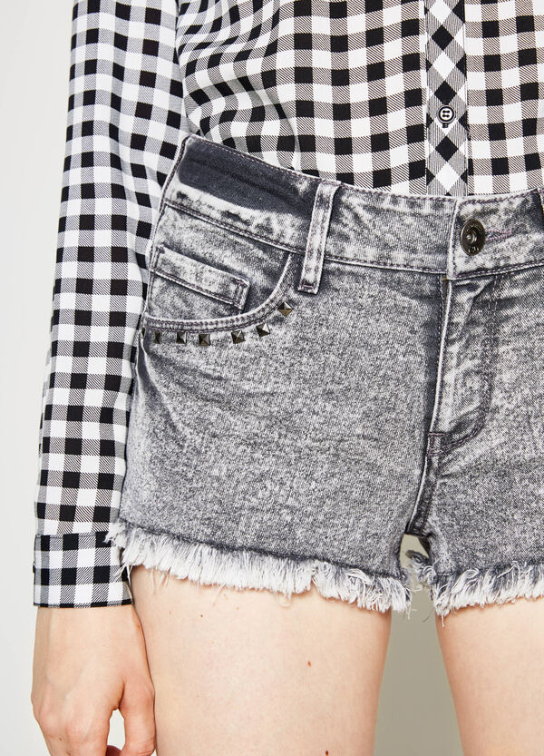 Shorts di jeans regular fit borchie | OVS