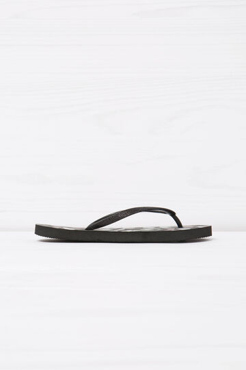 Thong sandals with camouflage print