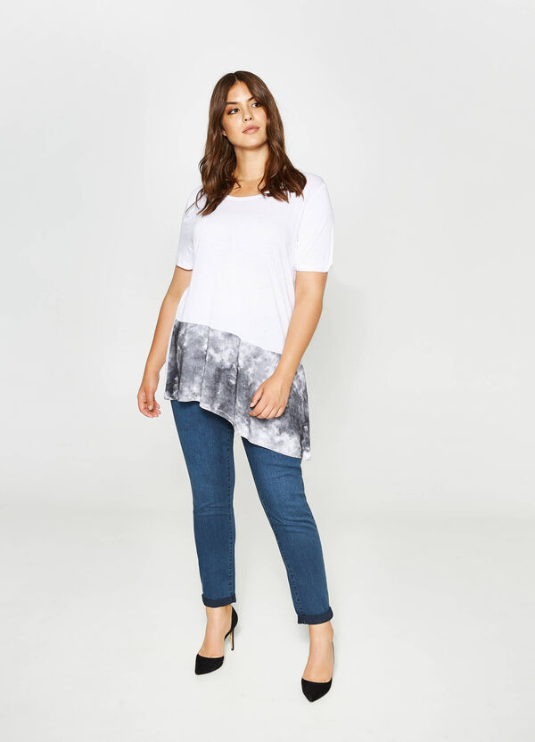 Curvy asymmetric T-shirt with print | OVS