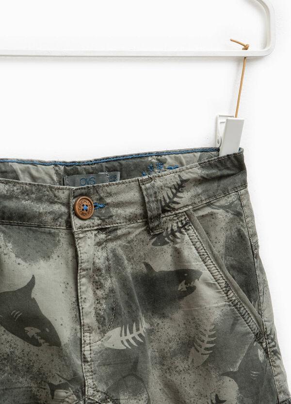 Patterned cargo Bermuda shorts | OVS