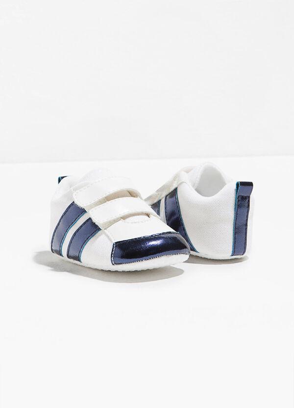 Sneakers con strappi e bande | OVS
