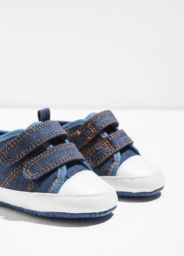 Sneakers con strappi e cuciture | OVS