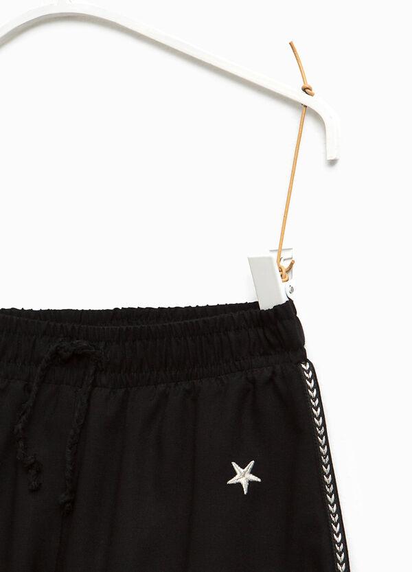 Shorts in viscosa con ricami | OVS