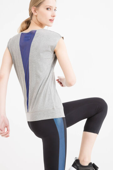 Gym T-shirt with mesh insert