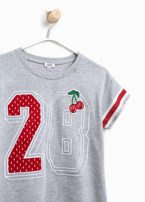 T-shirt in cotone con patch e stampa | OVS