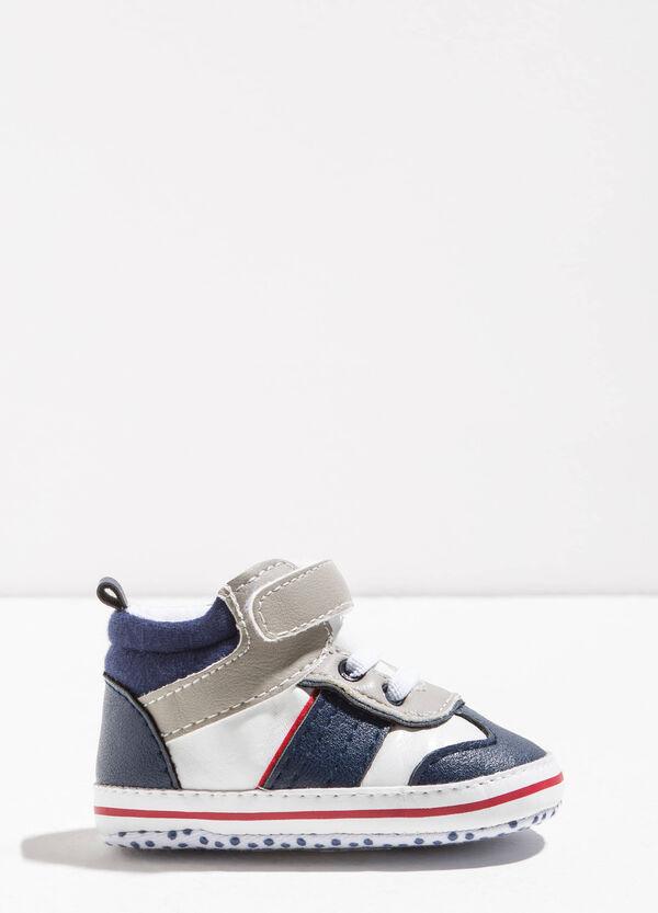 Sneakers con inserti e strappo | OVS